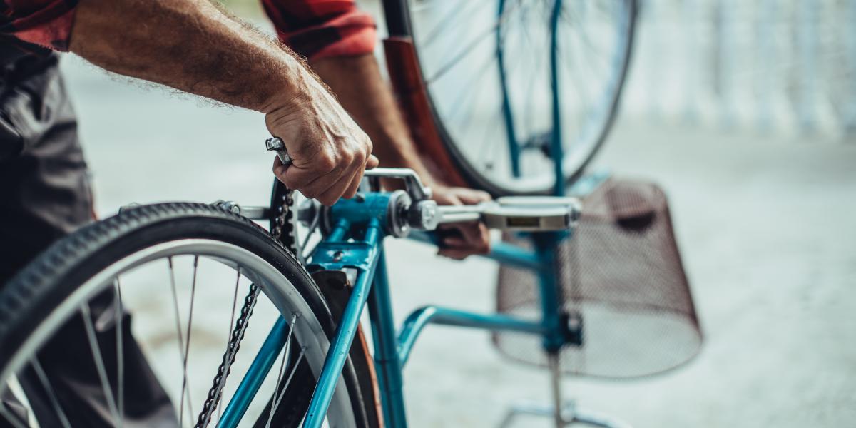 Atelier solidaire de réparation de vélos à Versailles