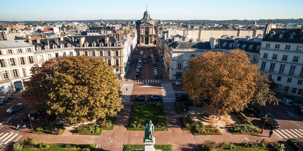 Eglise Notre-Dame et la place Hoche au cœur du quartier Notre-Dame© Versailles tourisme
